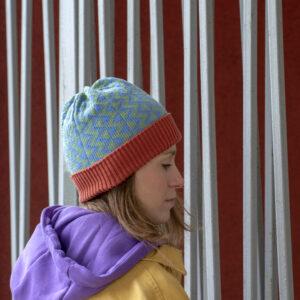 wełniana czapka w kolorowy wzór