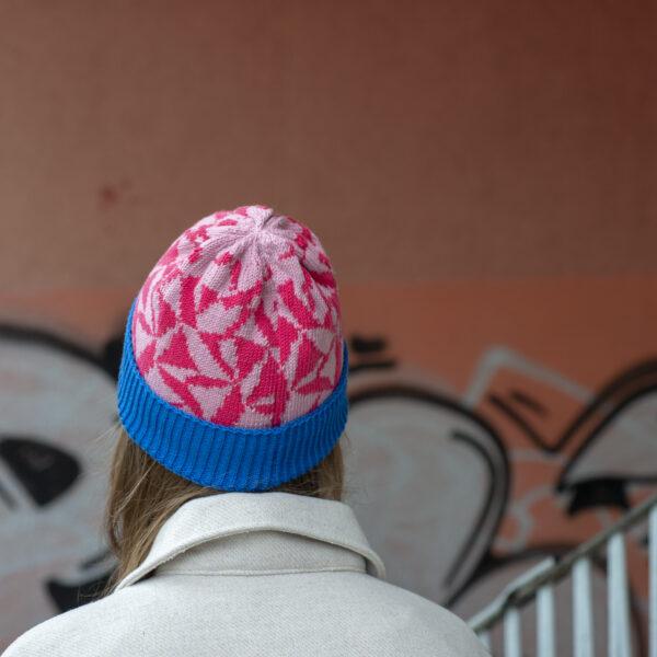 czapka w kolorowy wzór